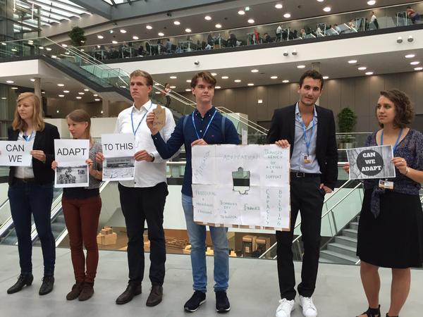 Azione dei giovani per promuovere il tema del Loss and Damage ai negoziati di Bonn.